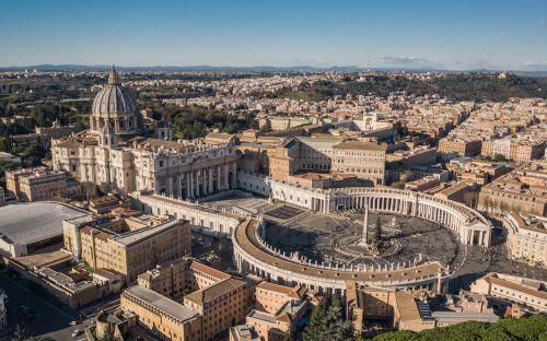 Prozess zu Immobilien-Finanzskandal im Vatikan startet
