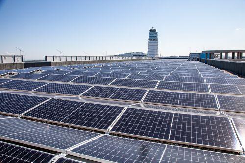Photovoltaikanlage am Parkhaus 8 geht in Betrieb