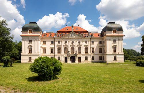 Gottfried Helnwein und Klemens Hallmann kaufen Schloss Ruegers