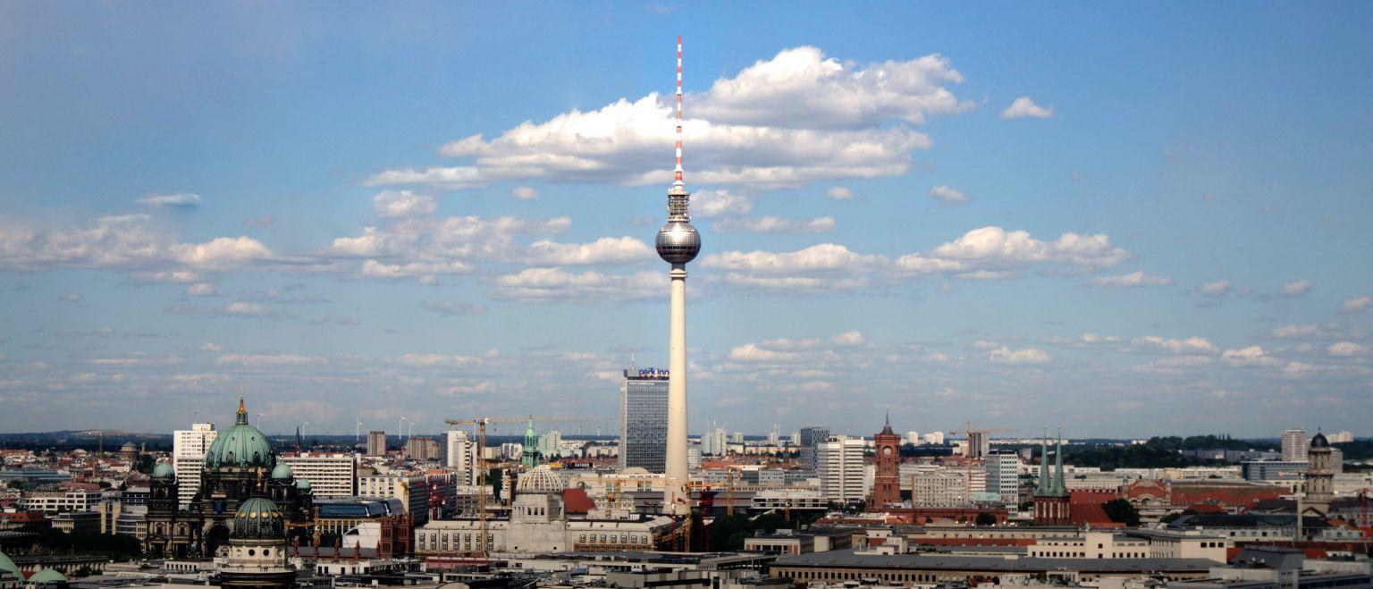 Vonovia und Deutsche Wohnen veräußern für 2,46 Milliarden Euro Immobilien in Berlin