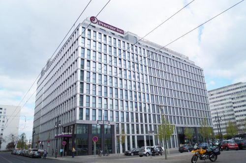 Schroders Capital erwirbt Hotelkomplex am Berliner Alexanderplatz
