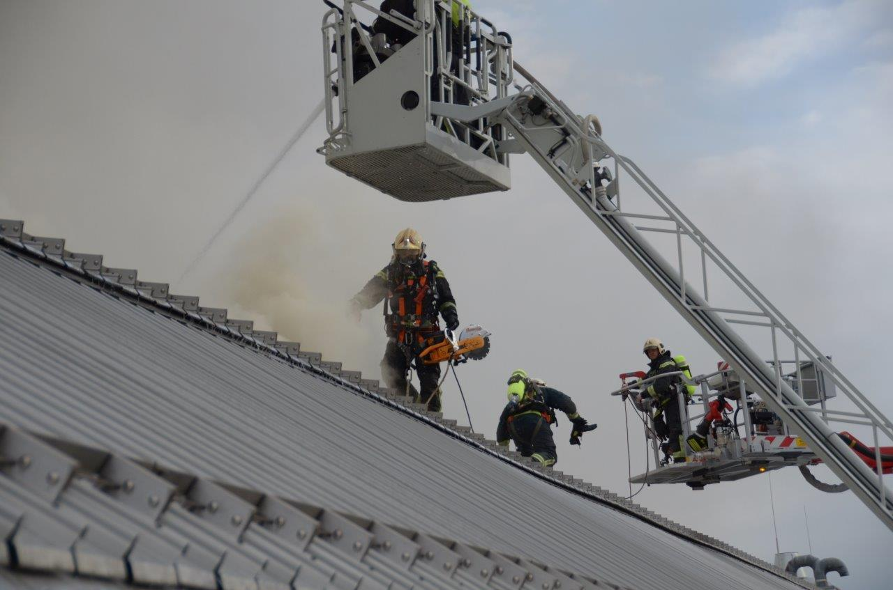 Brand im Donauzentrum