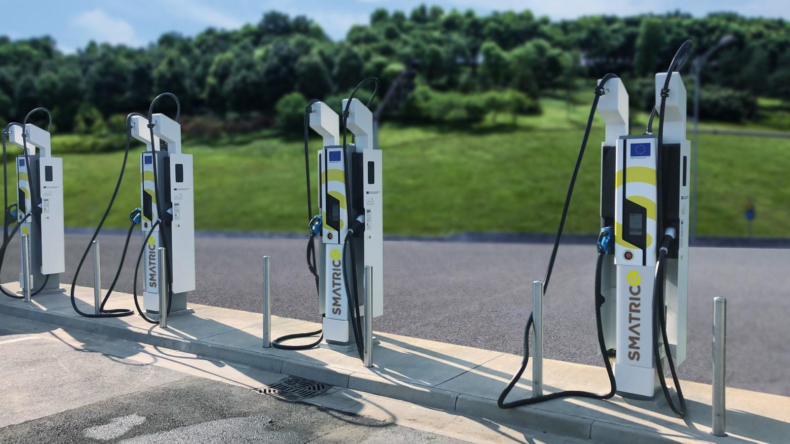 Lademöglichkeiten für E-Autos und E-Bikes gefragt